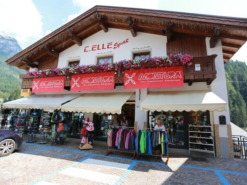 Exterior of the C.Elle sport shop in Alleghe