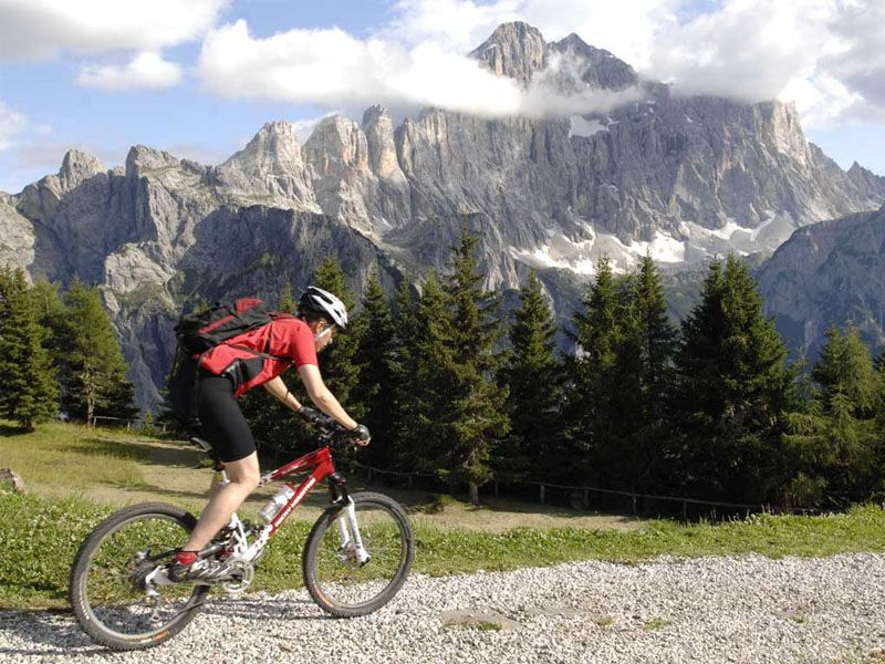 Person on a biking excursion in the mountains of Alleghe